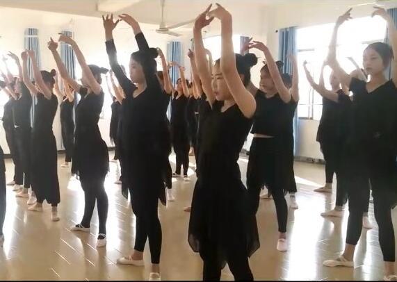 南昌向远轨道技术学校舞蹈协会