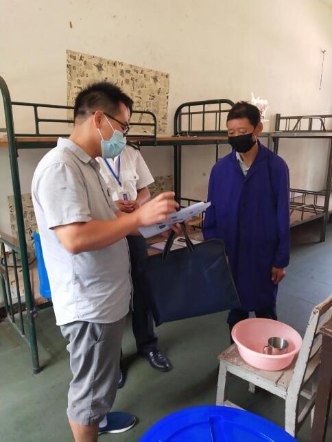 南昌县卫健委与疾控中心联合检查组来我校进行返校复学检查工作