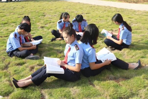 南昌向远轨道技术学校风采洋溢的学子