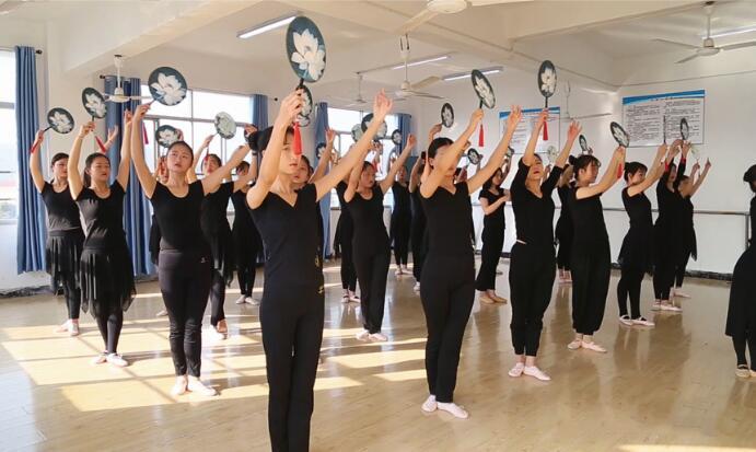 南昌向远轨道技术学校舞蹈室