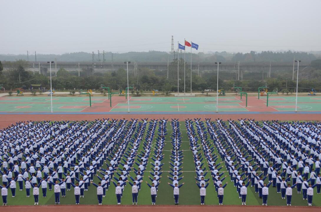 南昌向远轨道技术学校成功举办《你笑起来真好看》健美操比赛