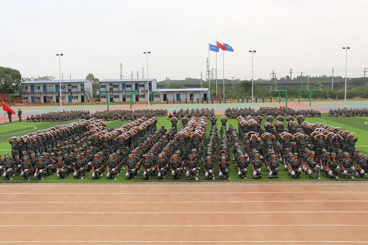 乐化校区半军事化的管理模式