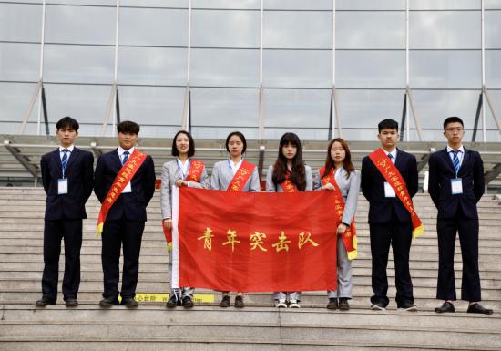 暖冬志愿者向远在行动—南昌向远轨道技术学校组织学生参与2020年春运志愿者行动