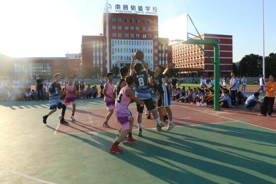 南昌向远铁路学校新生杯篮球赛顺利开赛