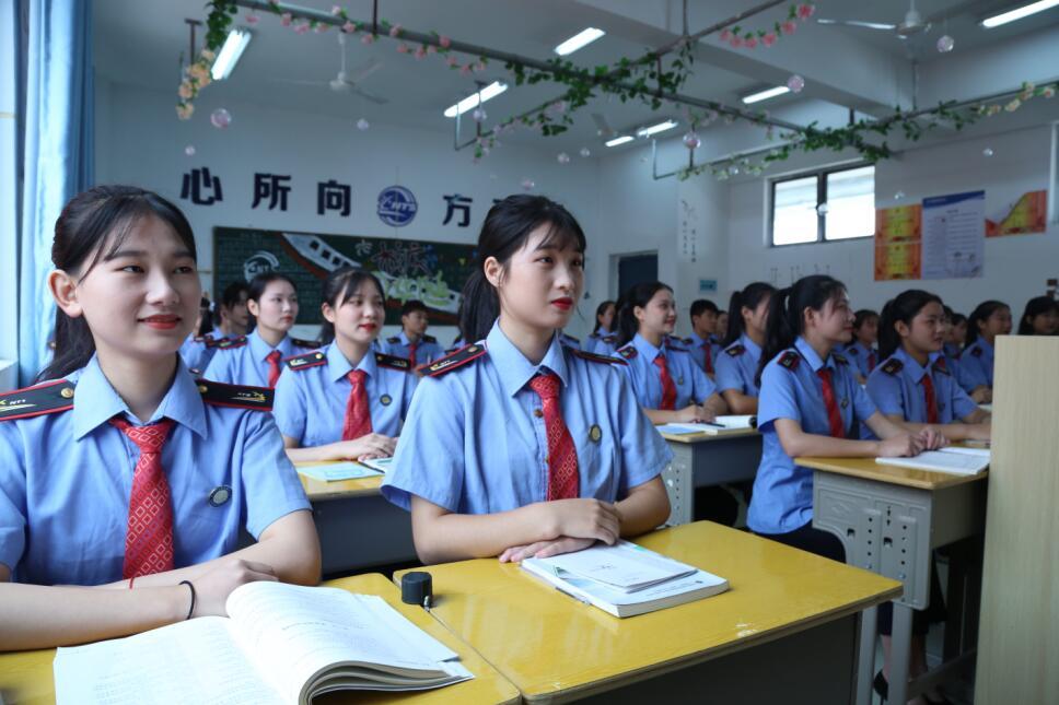 南昌向远轨道技术学校2021版乐化校区优美的校园环境