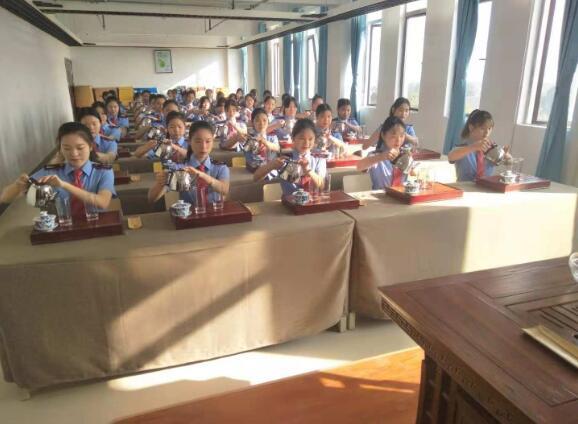 南昌向远轨道技术学校茶艺协会日常训练